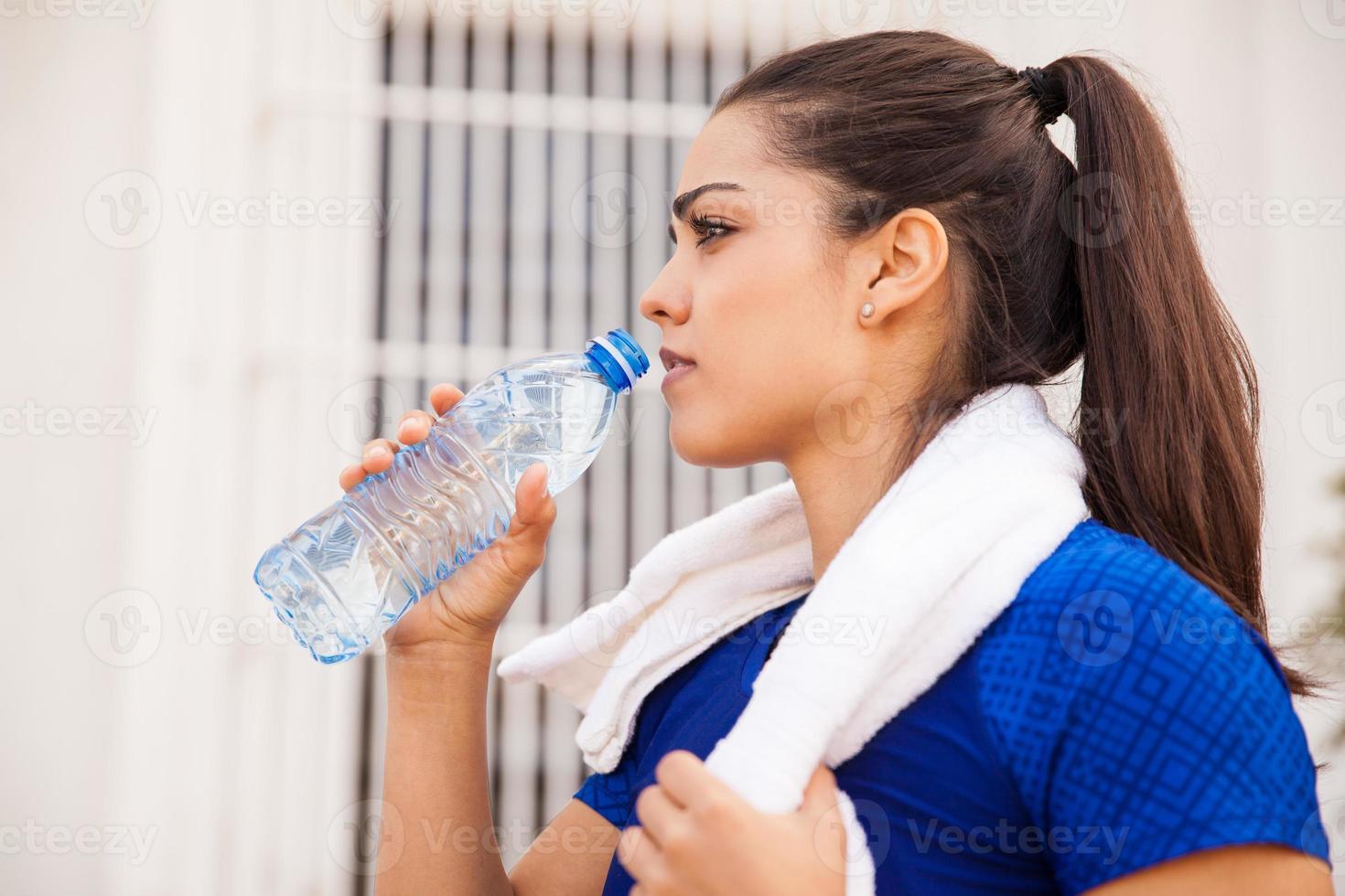 acqua potabile dopo l'allenamento foto