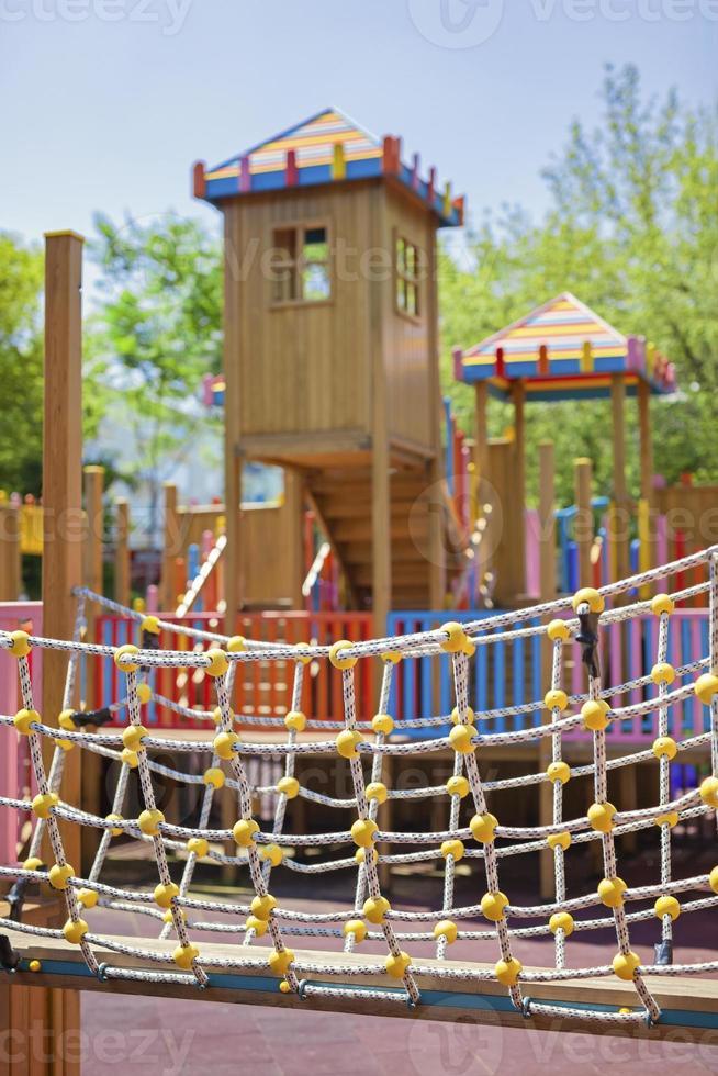 parco giochi per bambini nel parco foto