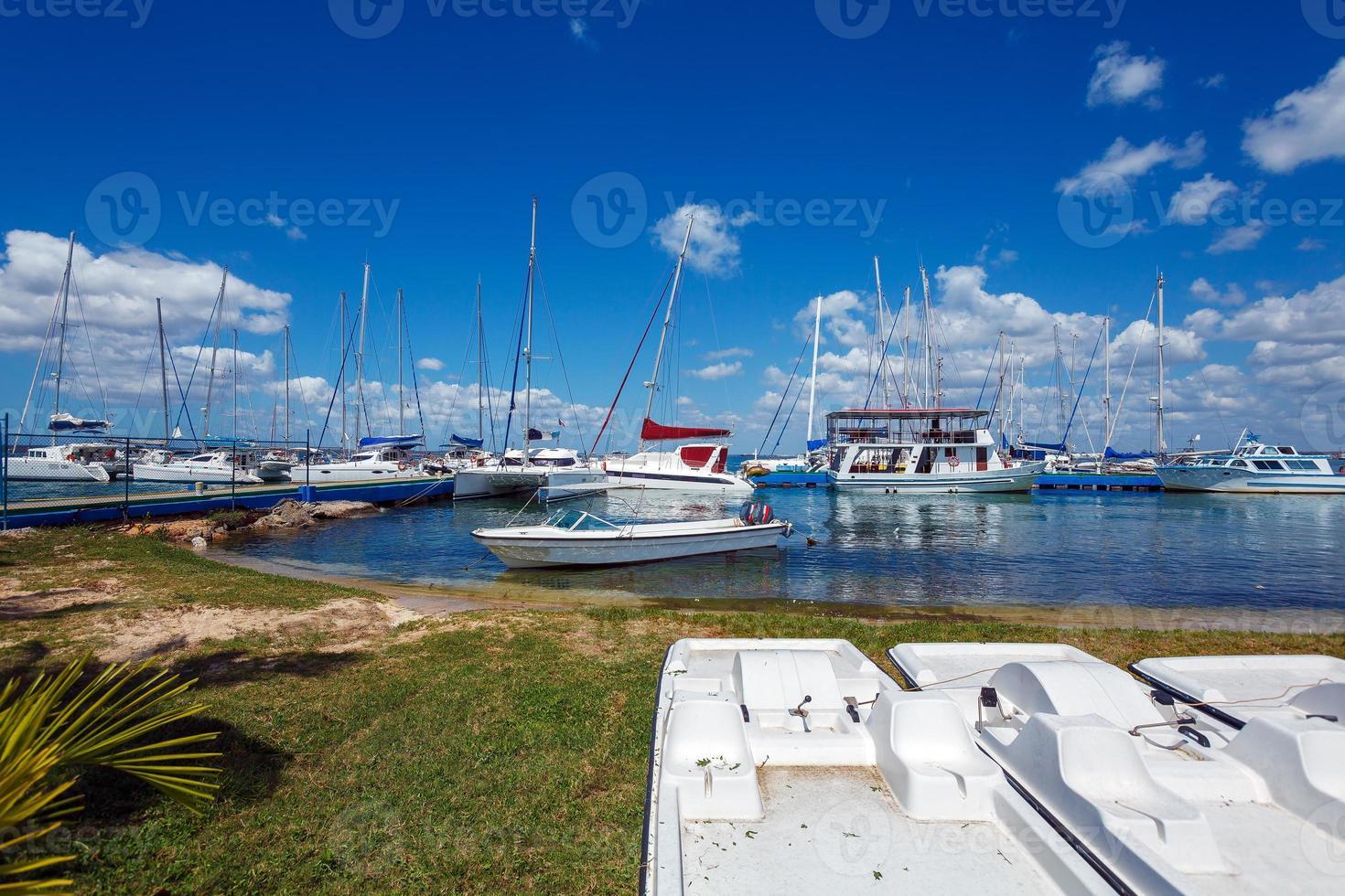 yacht marine a cienfuegos, cuba foto