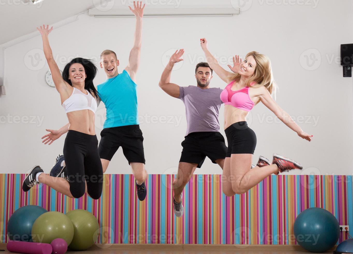 squadra di atleti felice e sorridente foto