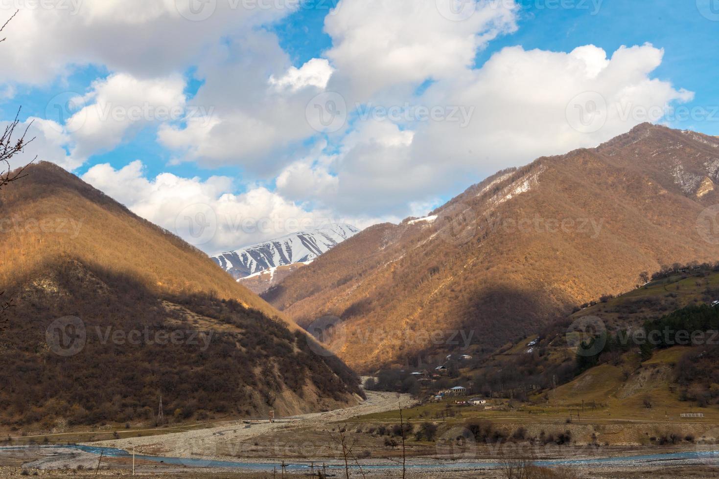 montagne caucasiche e nuvole incredibili foto
