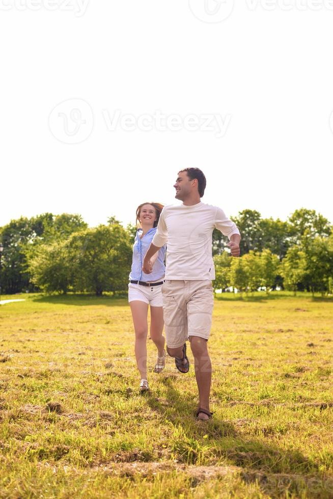 bella coppia caucasica che hanno la loro vacanza all'aperto foto