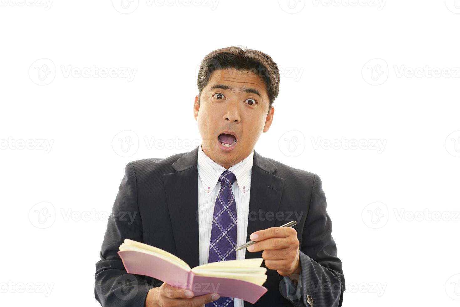 uomo d'affari asiatico sorpreso foto