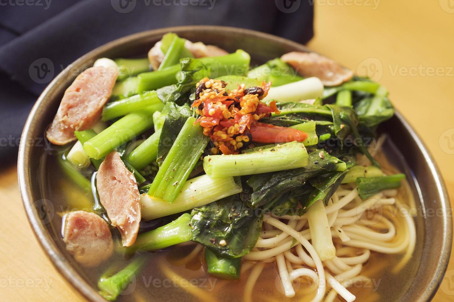 zuppa di noodle asiatici foto
