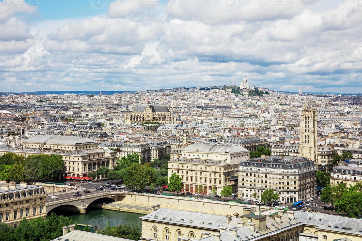 Vista panoramica di Parigi dalla cattedrale di Notre Dame a Parigi, Francia foto
