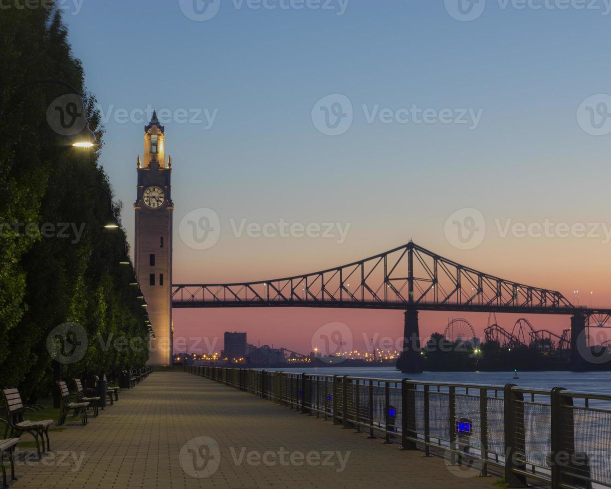 il sol levante ha sparato in vecchio porto Montreal, Canada, orizzontale foto