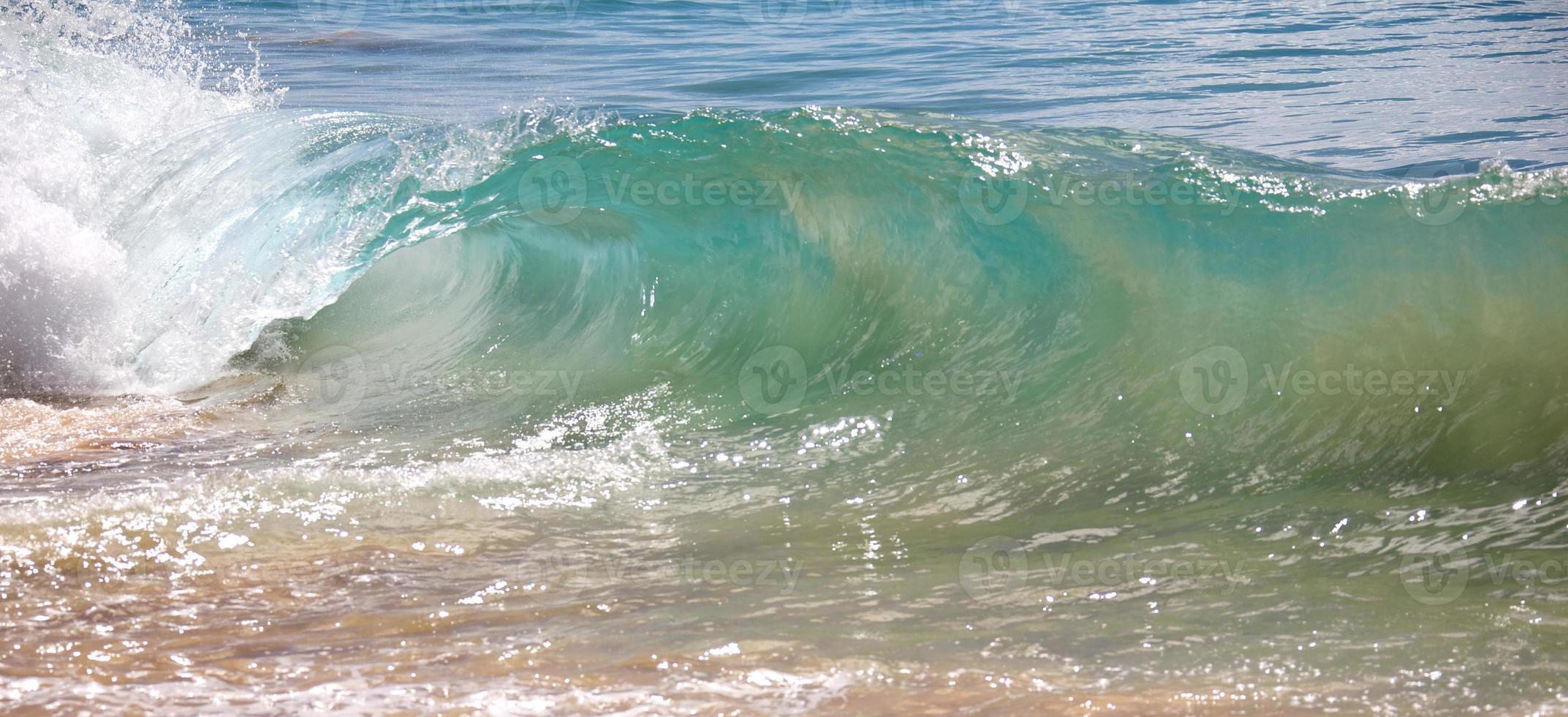 onde che si infrangono foto