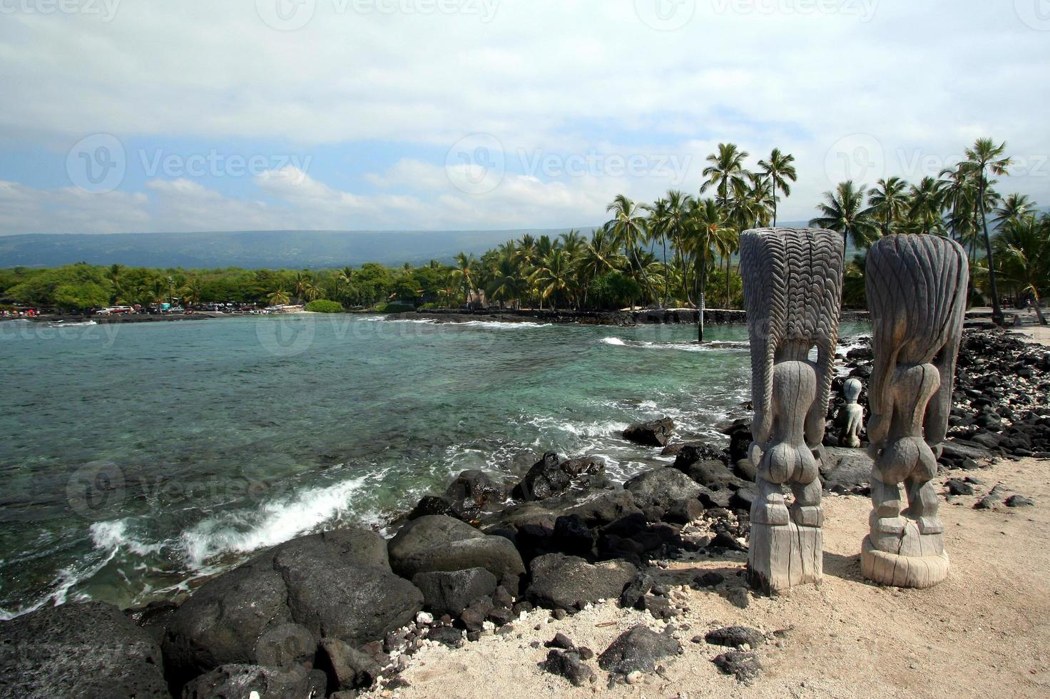 statue di Tiki a Kona Beach foto