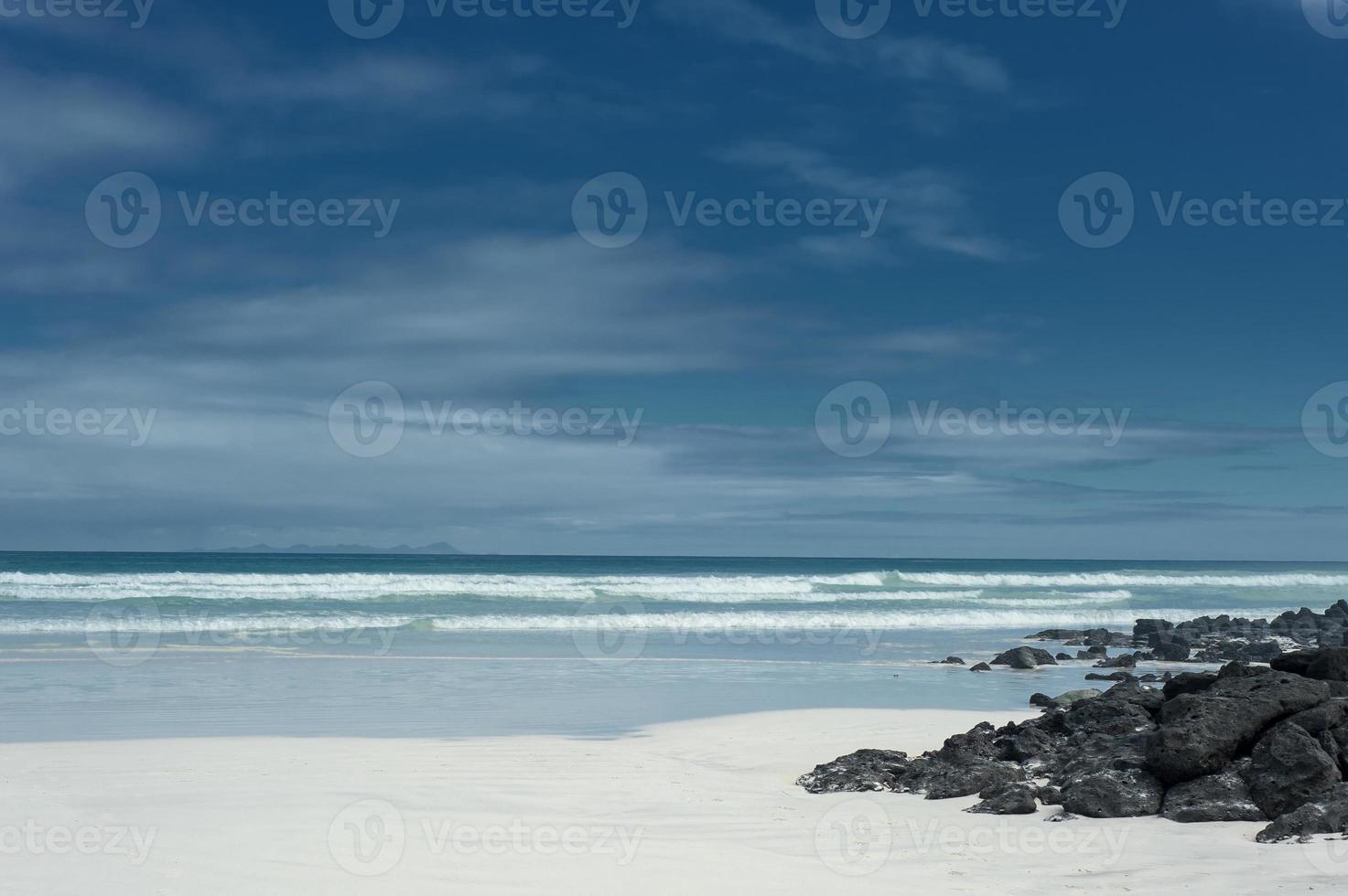 spiaggia di sabbia bianca in Galapagos, Ecuador foto