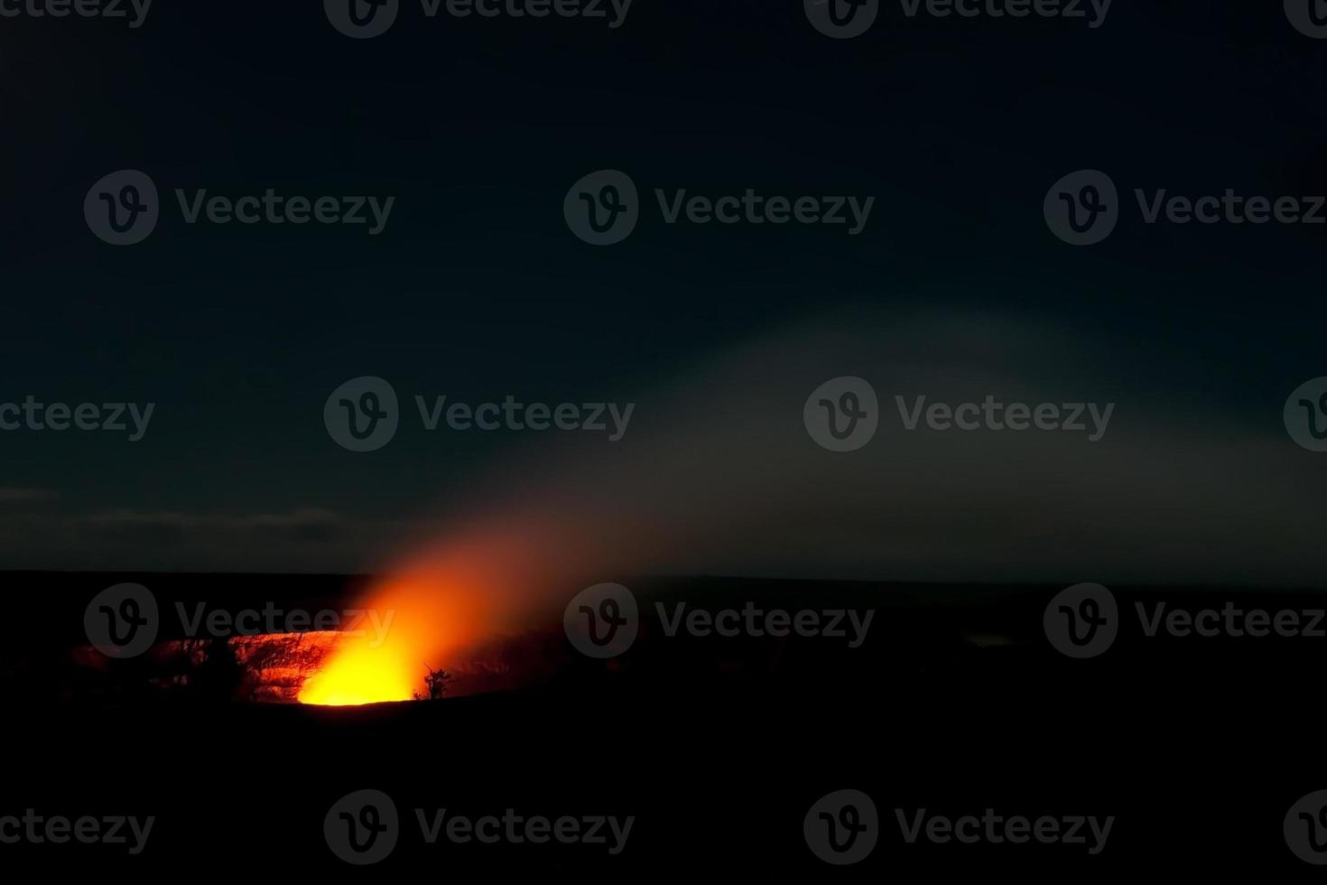 cratere fumante del vulcano Hilamaumau Kilauea nei vulcani delle Hawaii foto