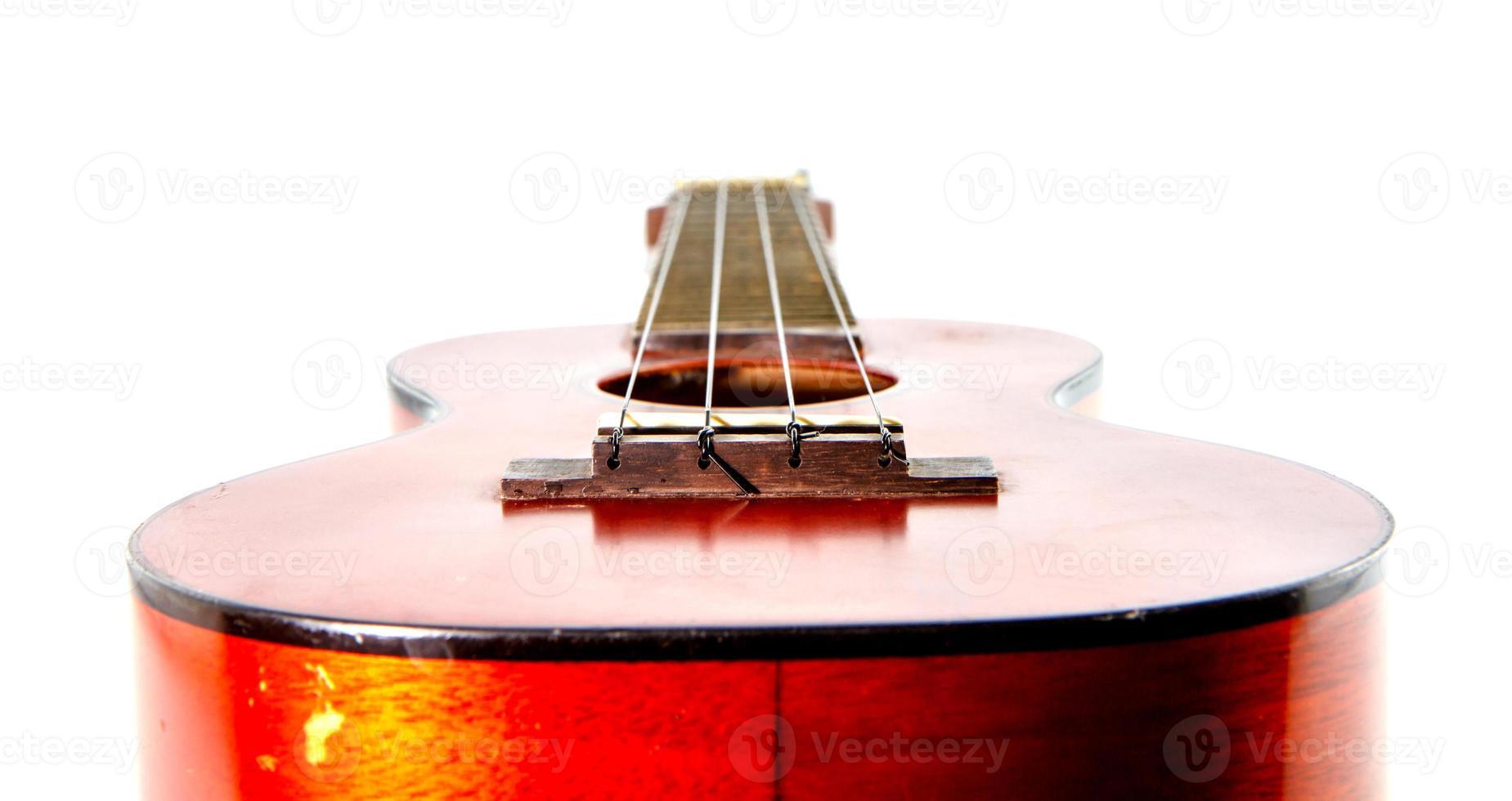 vecchie ukulele su sfondo bianco foto