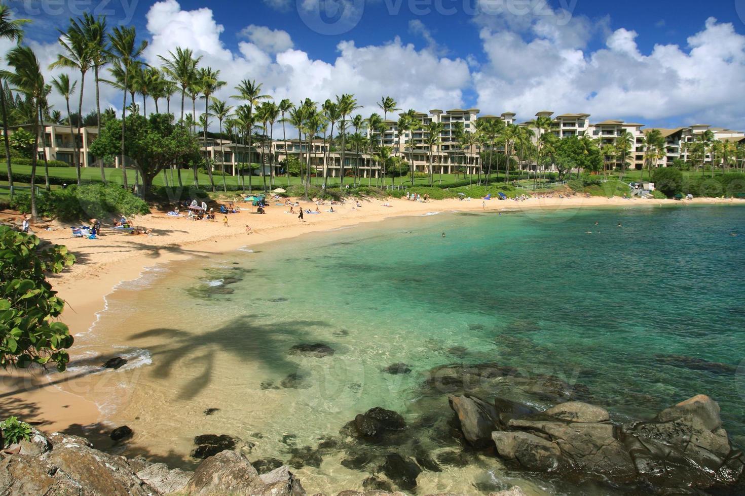 scena dell'hotel della località di soggiorno della spiaggia dell'oceano Pacifico del Maui Hawai foto