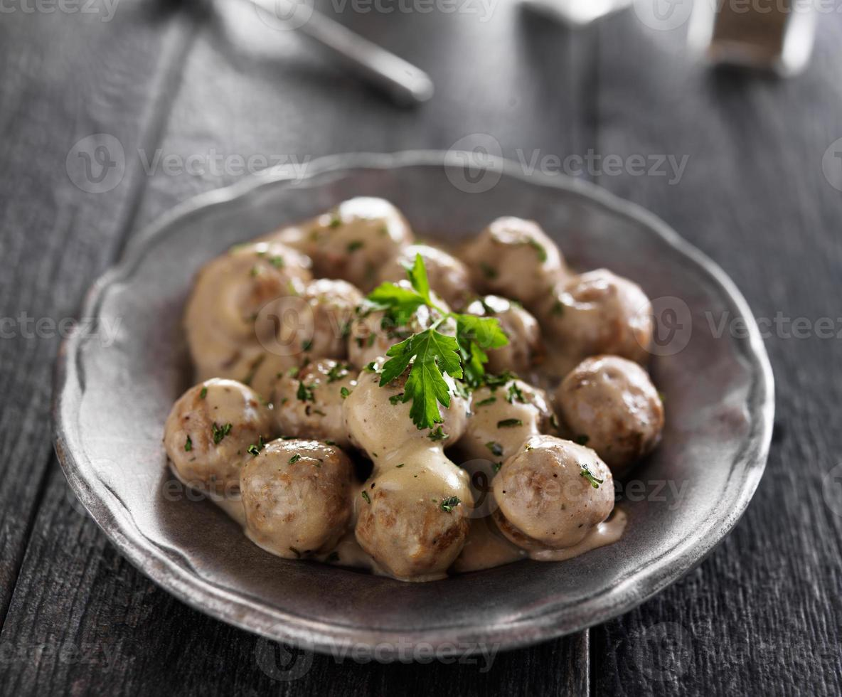un piatto di polpette tradizionali svedesi foto