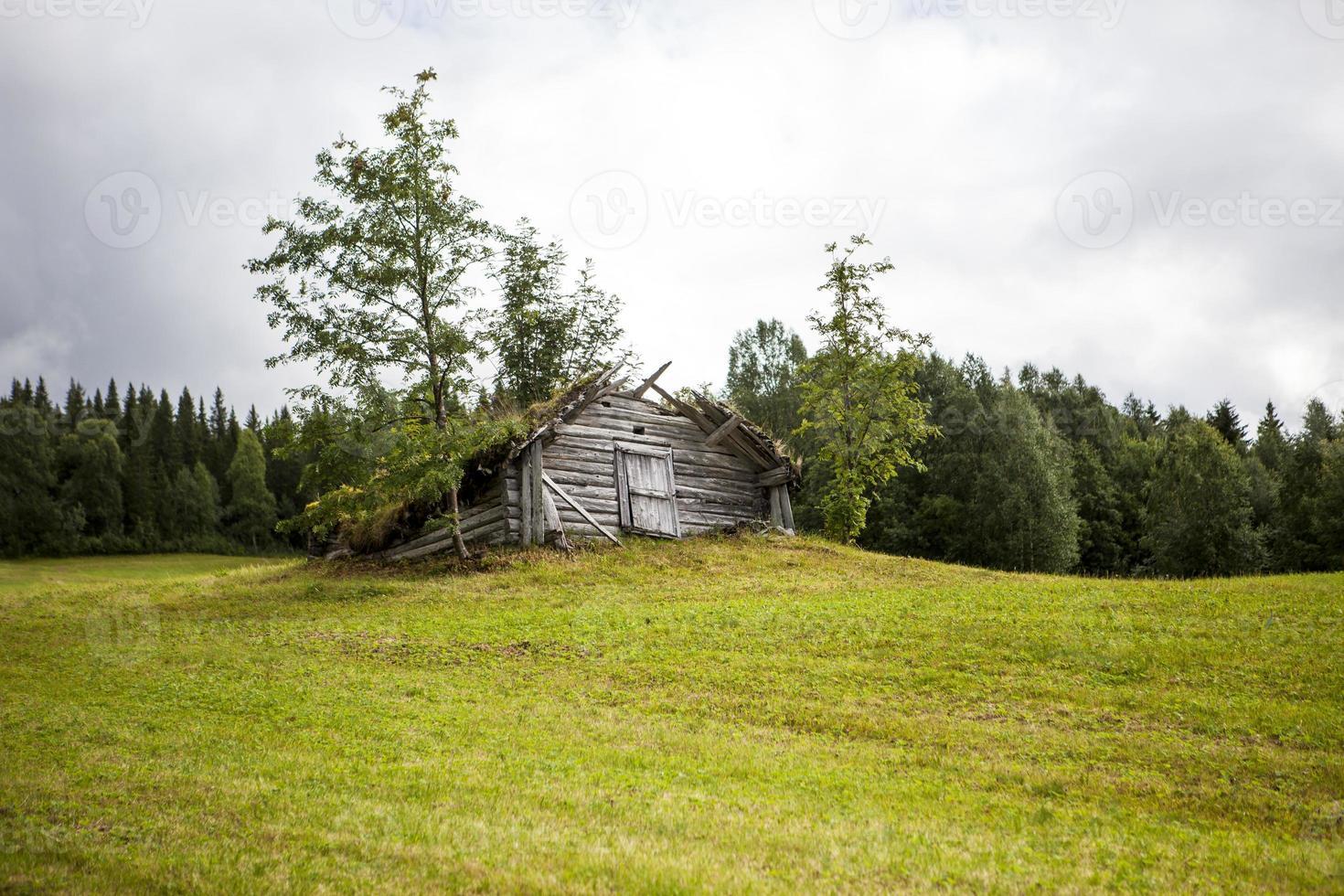 vecchia tettoia di legno foto