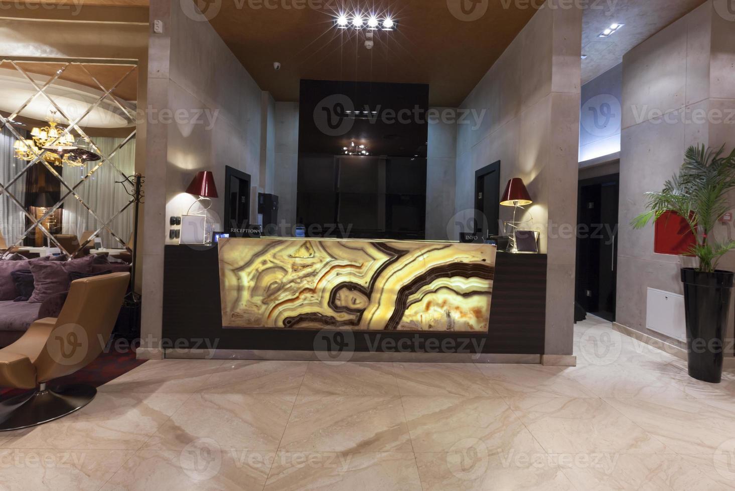banco reception in marmo luminoso foto