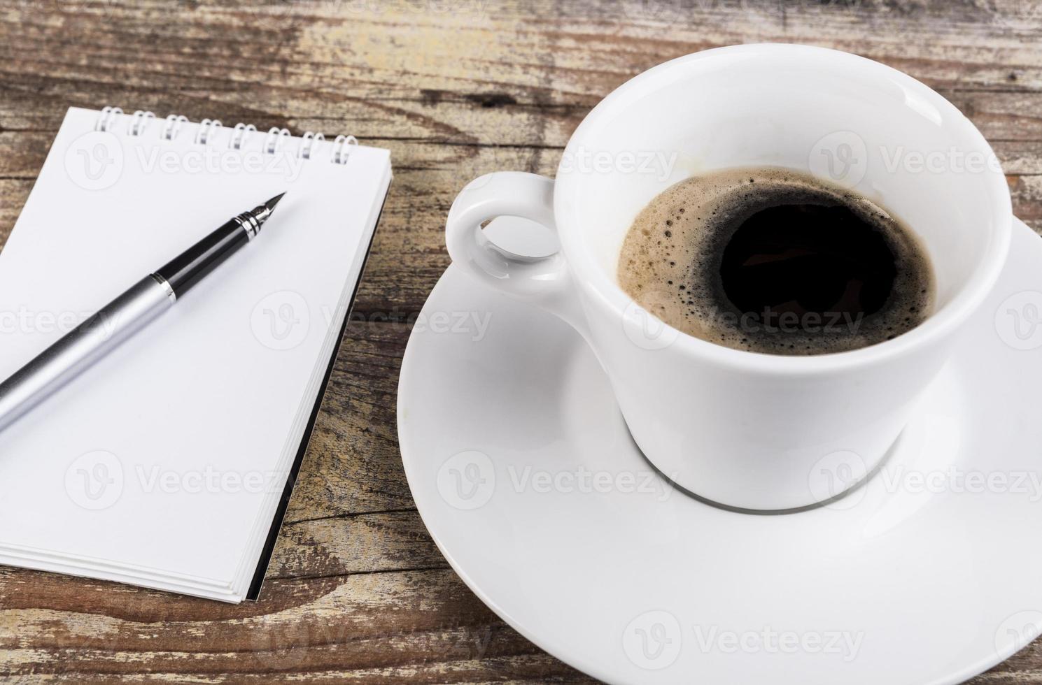 caffè e blocco note foto