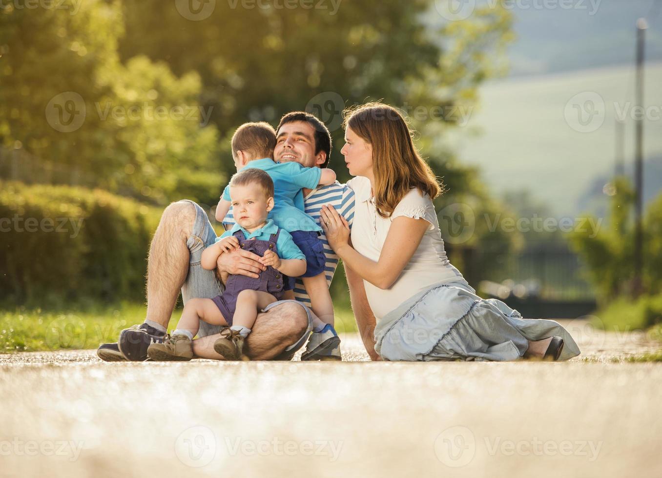 la famiglia felice è rilassante foto