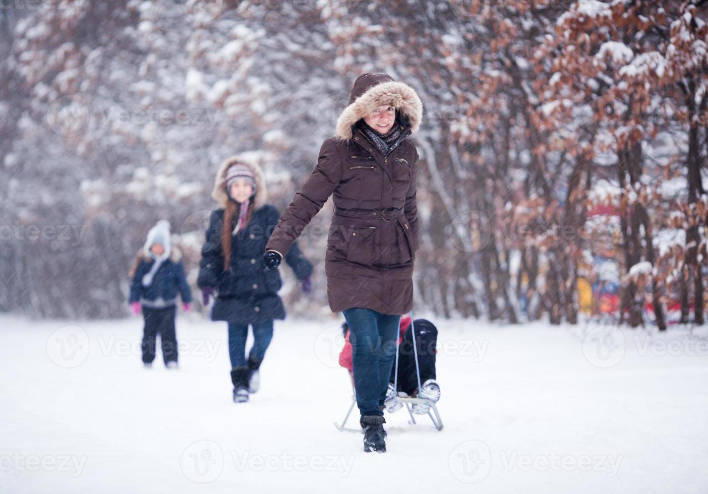 divertimento sulla neve in famiglia foto