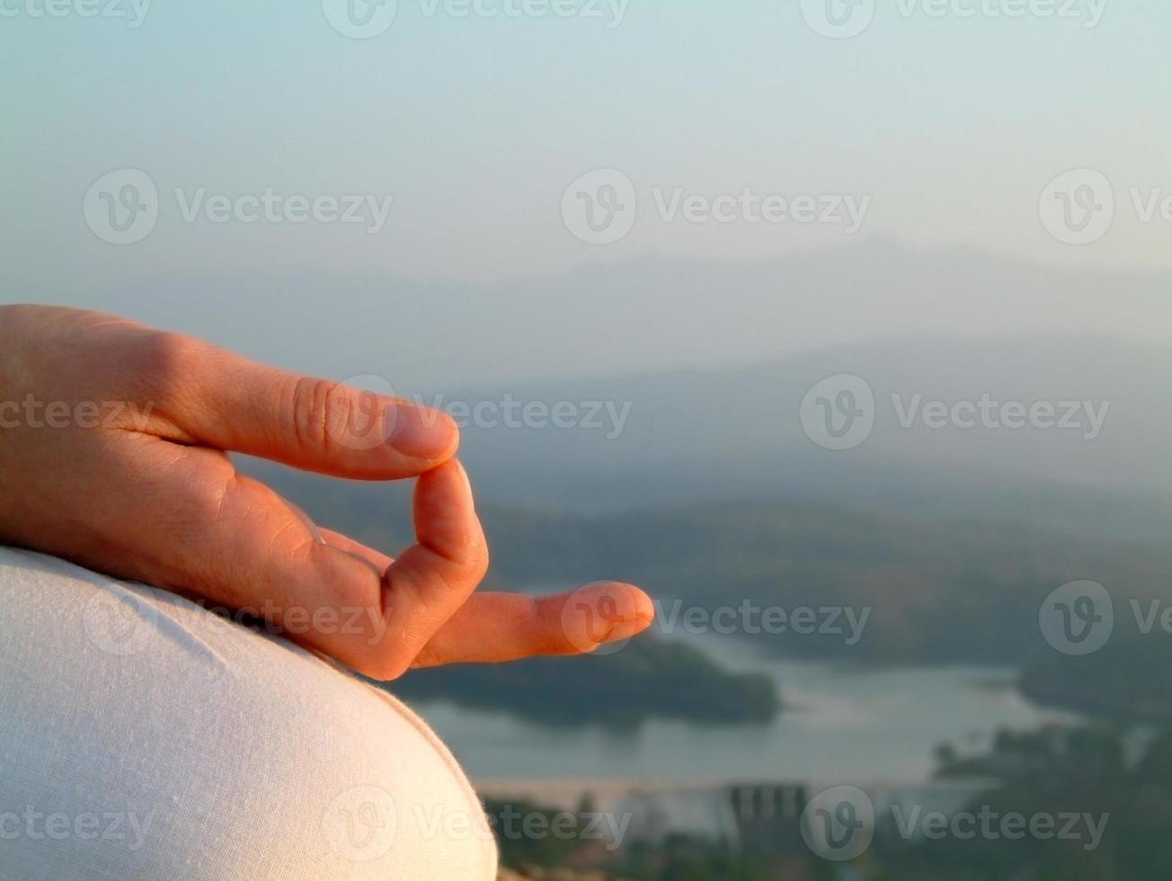 meditazione mudra sul mento foto