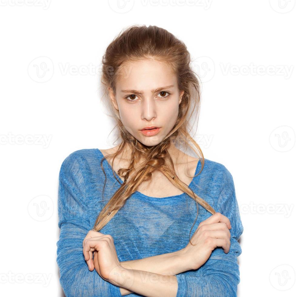Ritratto di ragazza adolescente bella godendo allegro foto