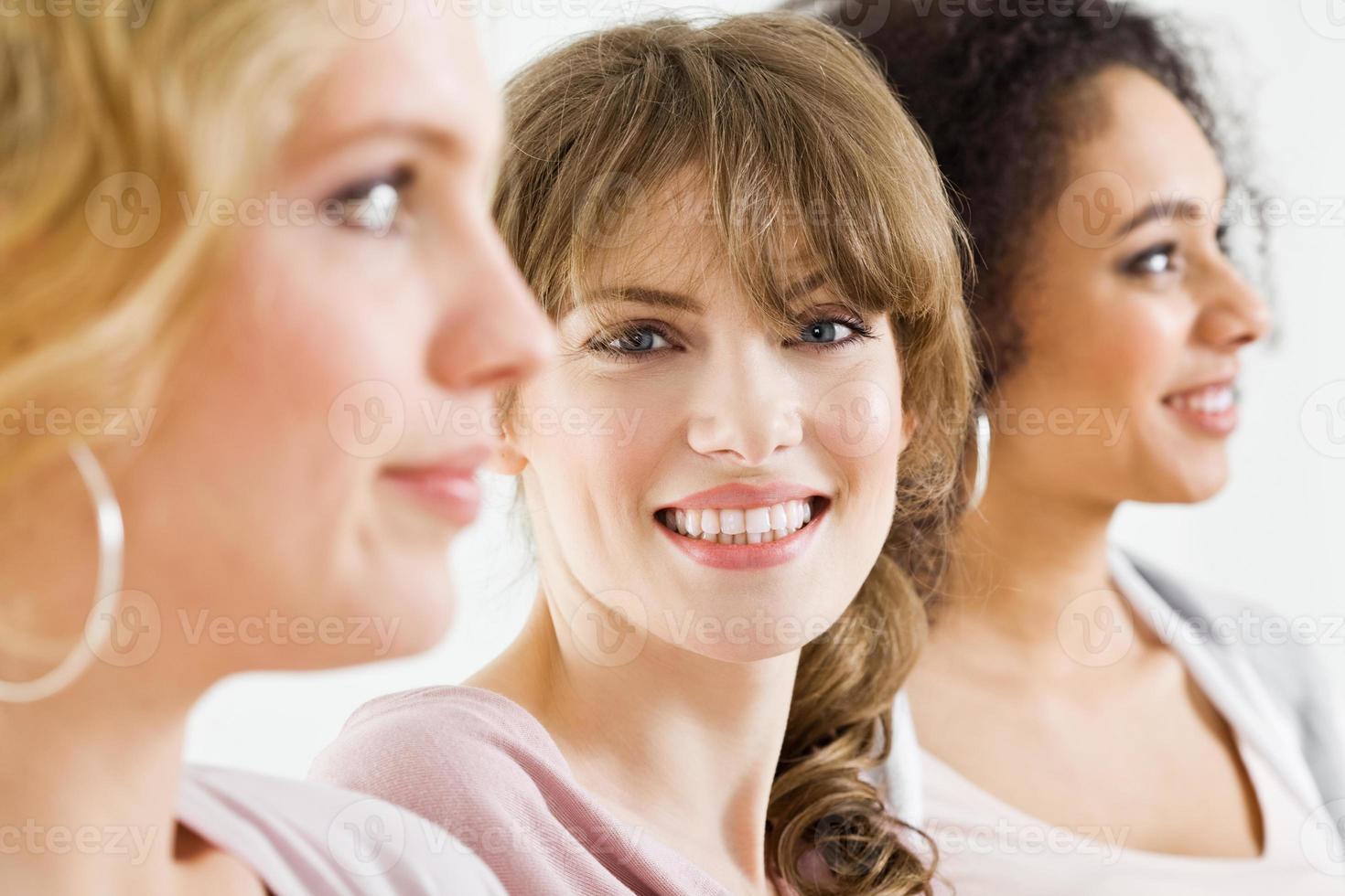 bella bionda sorridente foto