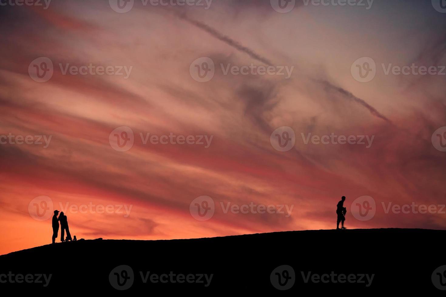 persone al tramonto, silhouette foto