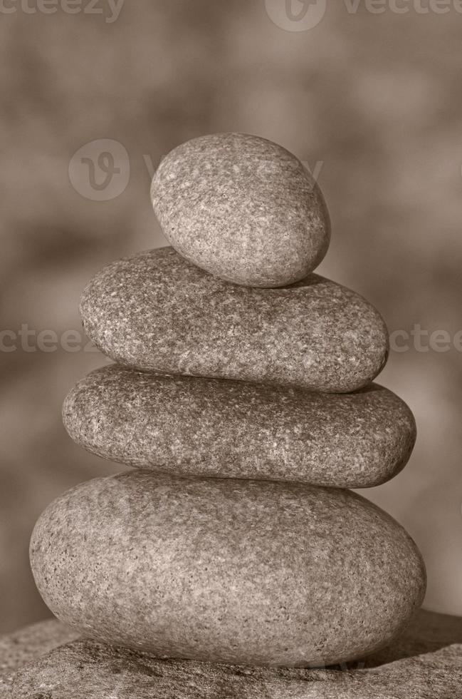 mucchio di pietre zen foto