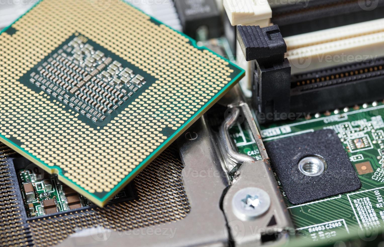unità di elaborazione del computer sul circuito della scheda madre foto