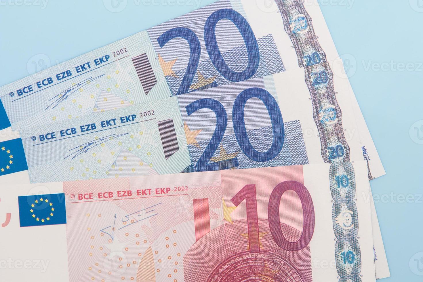 cinquanta euro in varie note foto