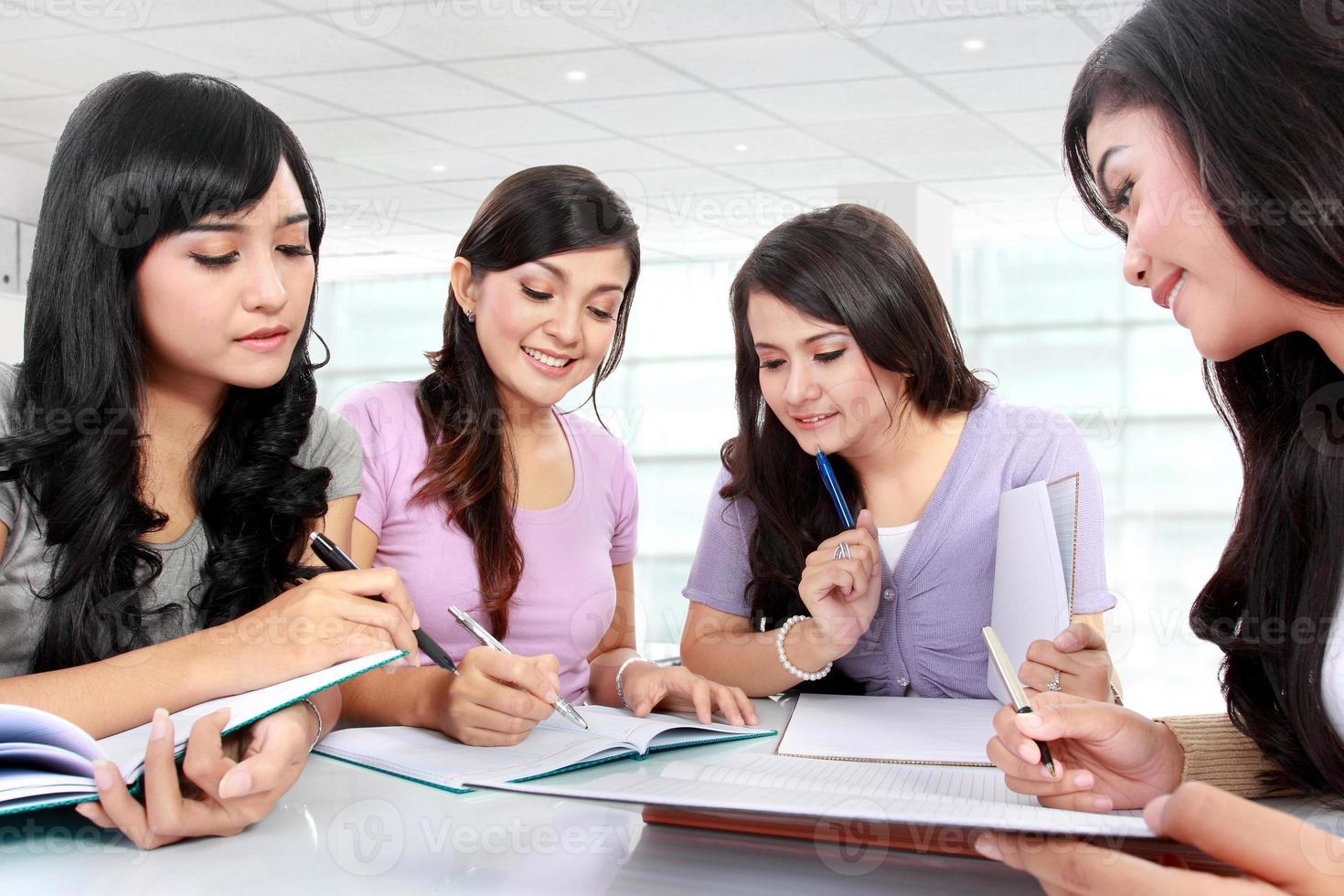 gruppo di ragazze studentesse foto
