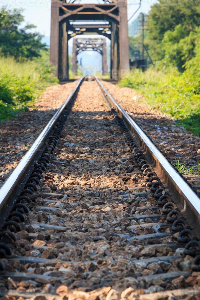 ponte stradale ferroviario in metallo foto