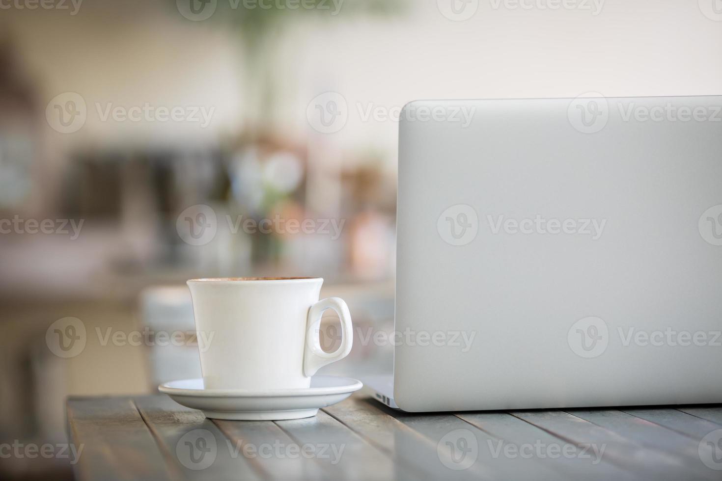 laptop e caffè foto