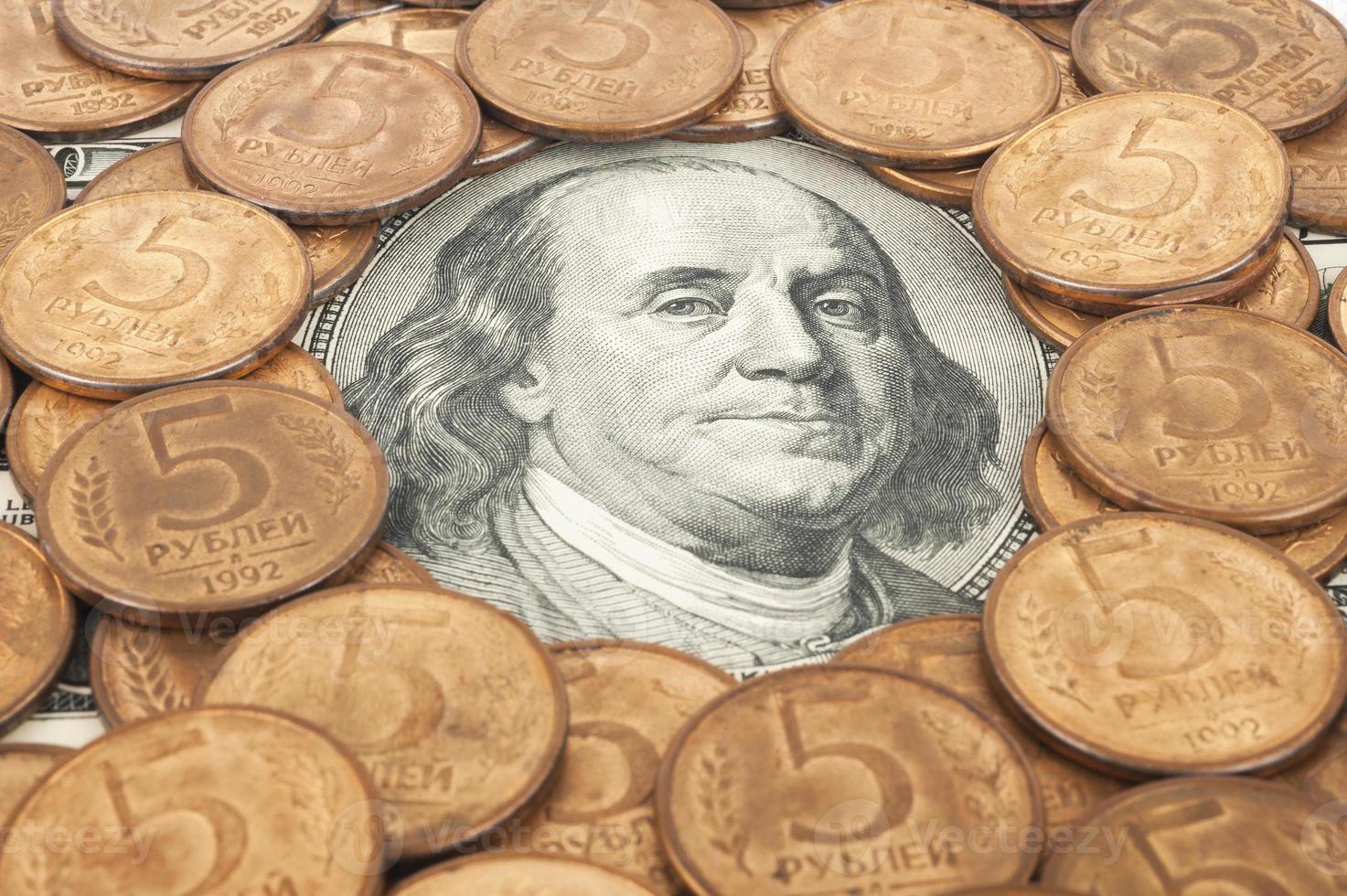 rubli russi e dollari americani foto
