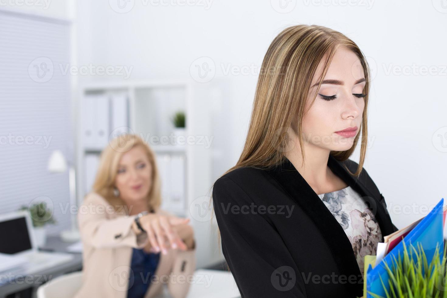 capo che licenzia un dipendente foto