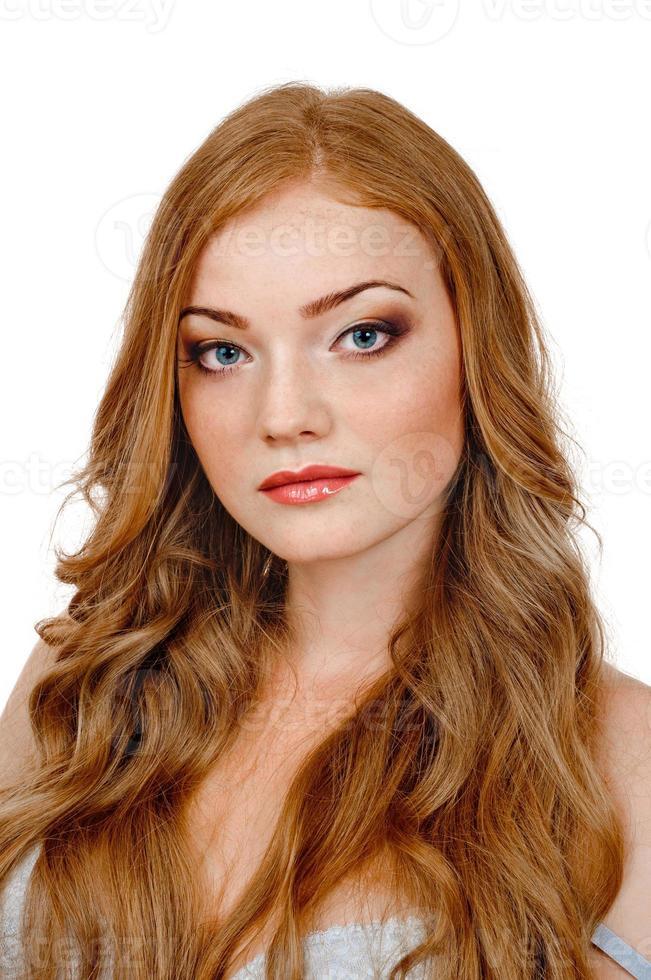 bella donna con i capelli rossi foto