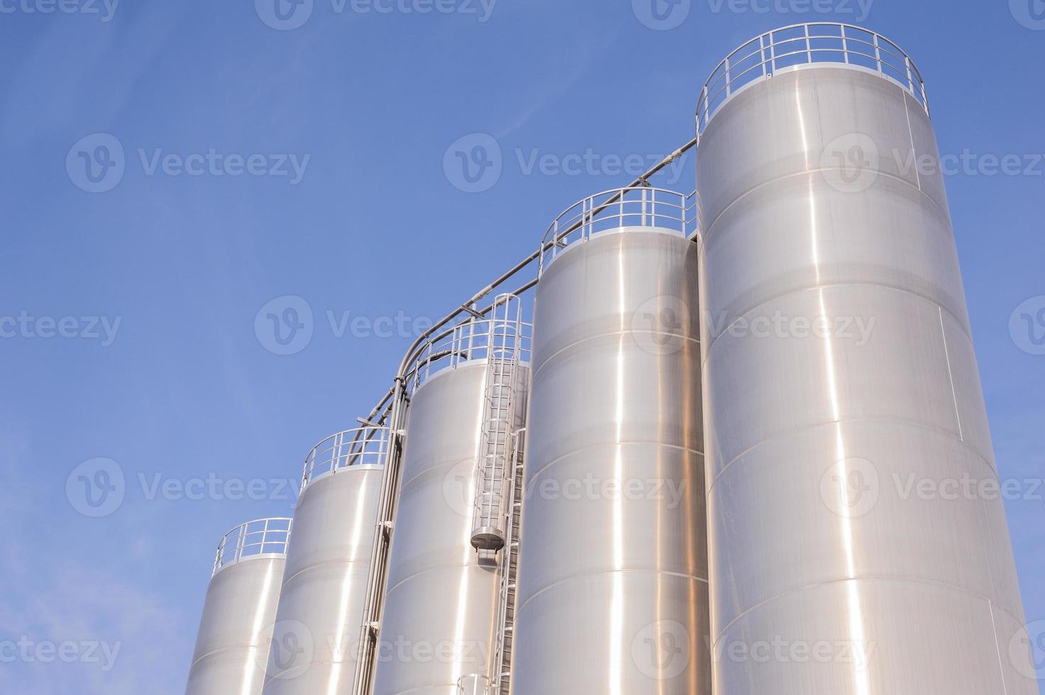 impianto chimico, contenitori foto