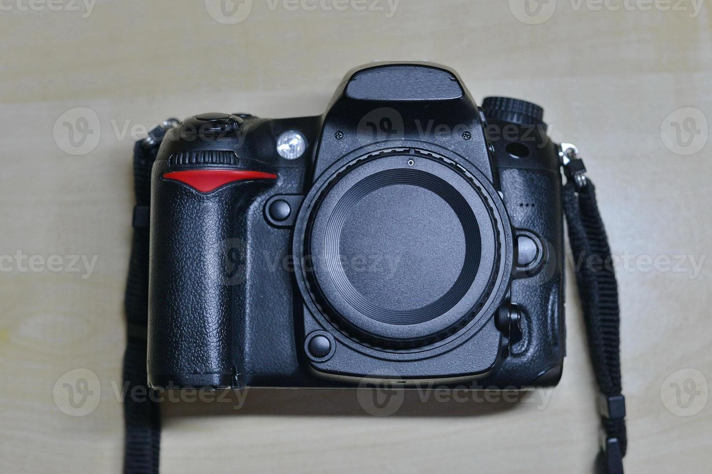 fotocamera digitale dslr senza obiettivo. corpo isolato foto