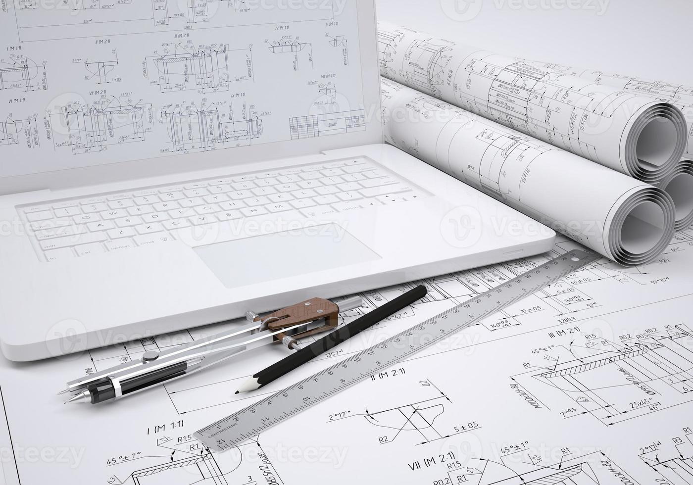 scorre disegni tecnici e laptop foto