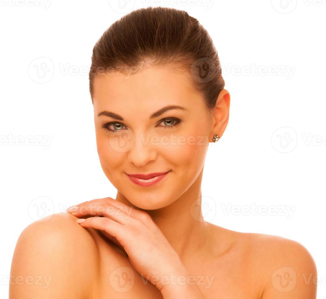 Ritratto dello studio di bellezza della donna caucasica attraente con capelli castani foto