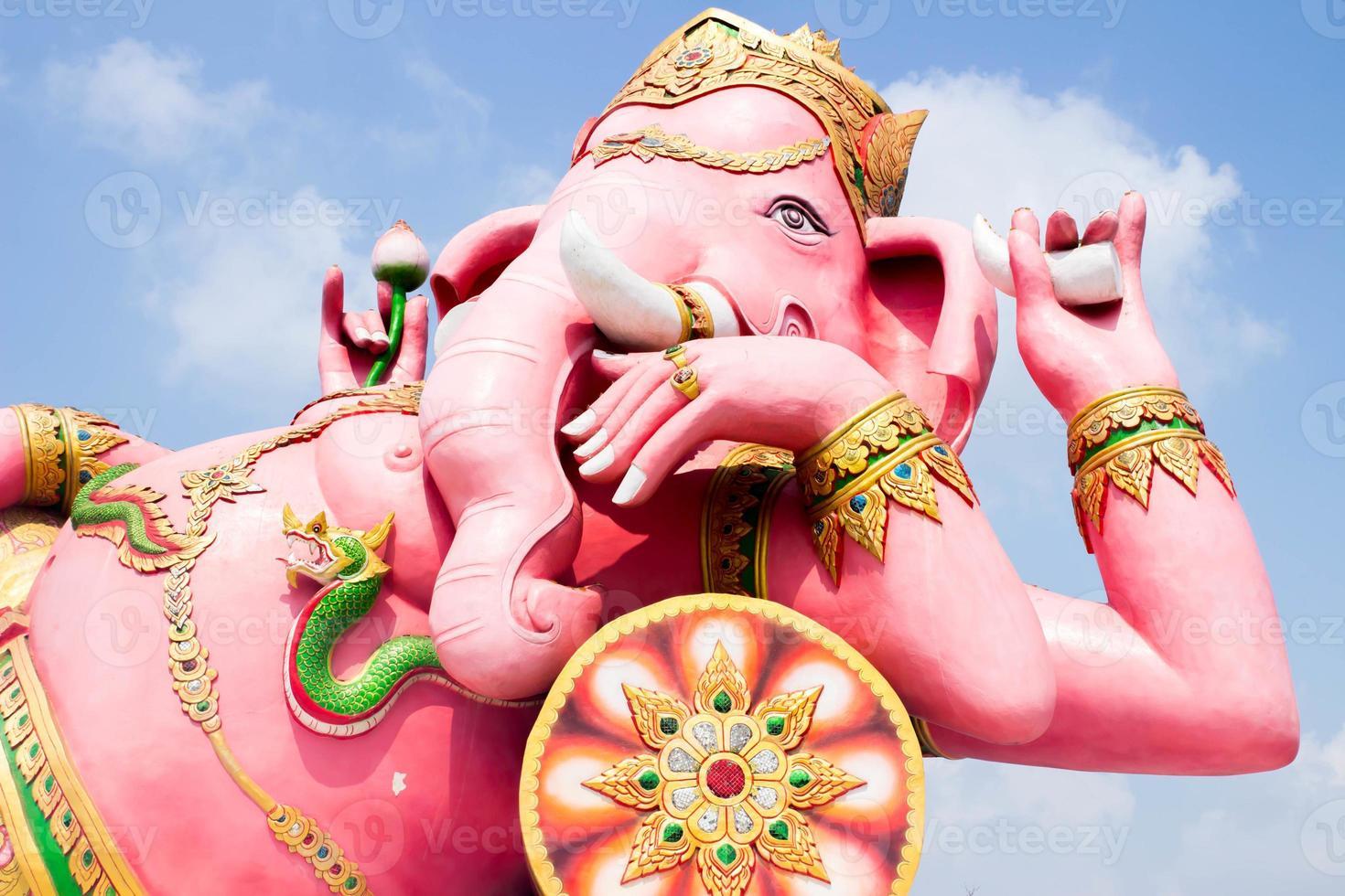 Statua di Ganesh nella provincia di Prachinburi in Thailandia foto
