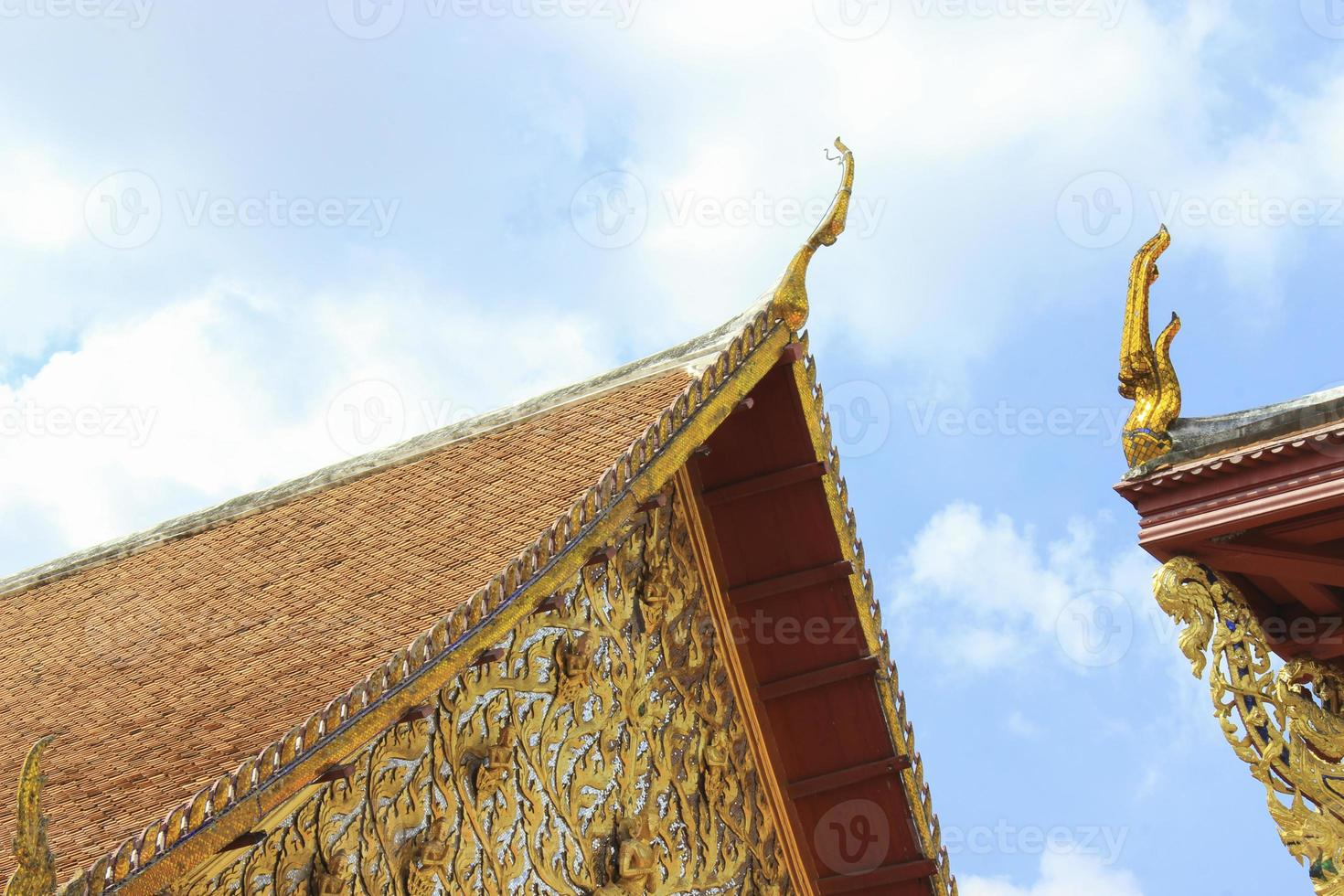 tetto del tempio tailandese foto