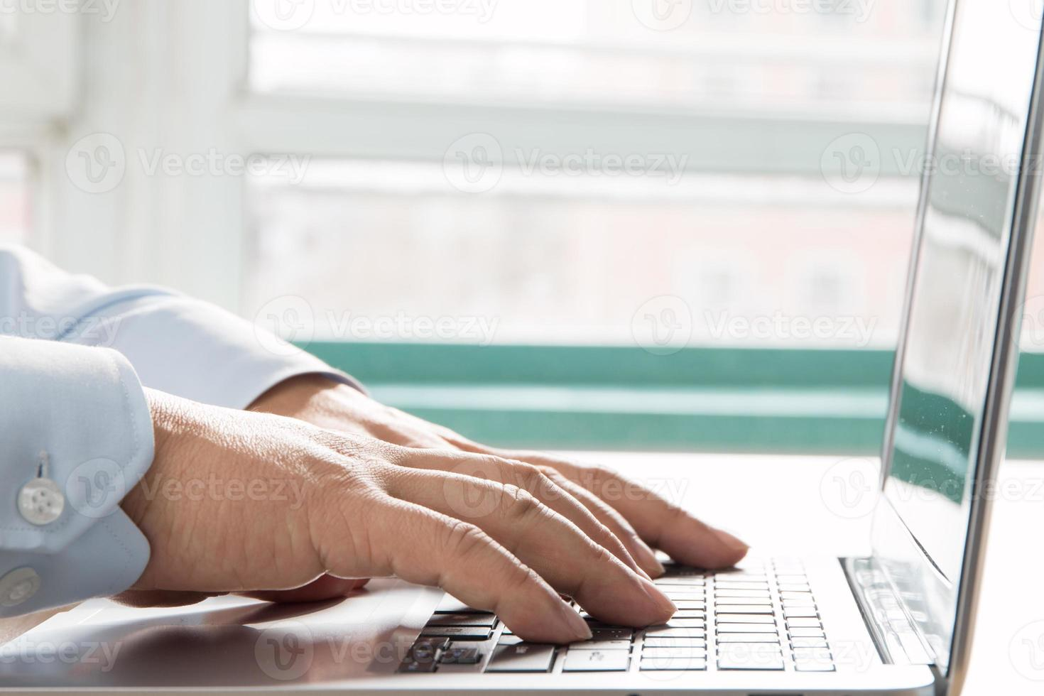 digitando computer close-up foto