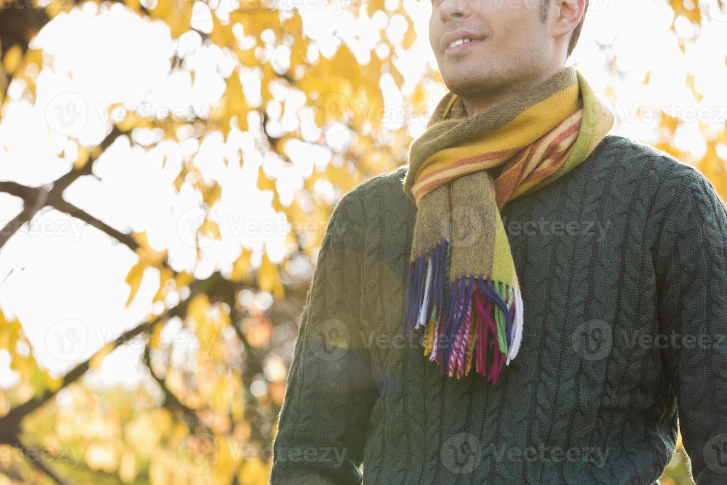 romanticismo nel parco d'autunno foto