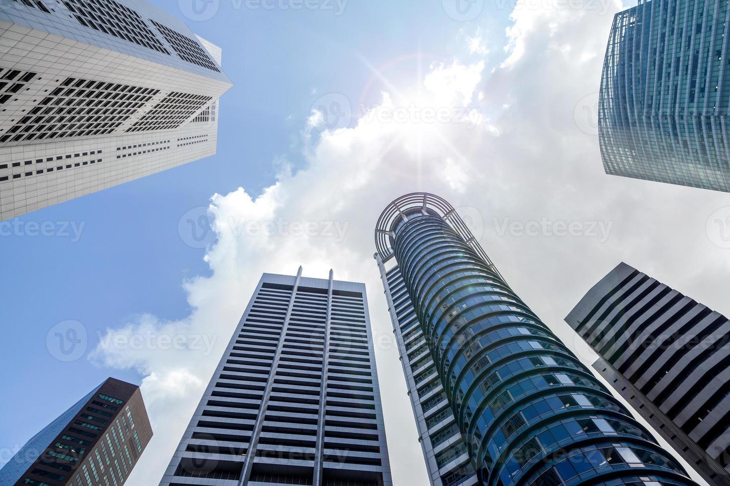 grattacieli nel distretto finanziario di Singapore foto