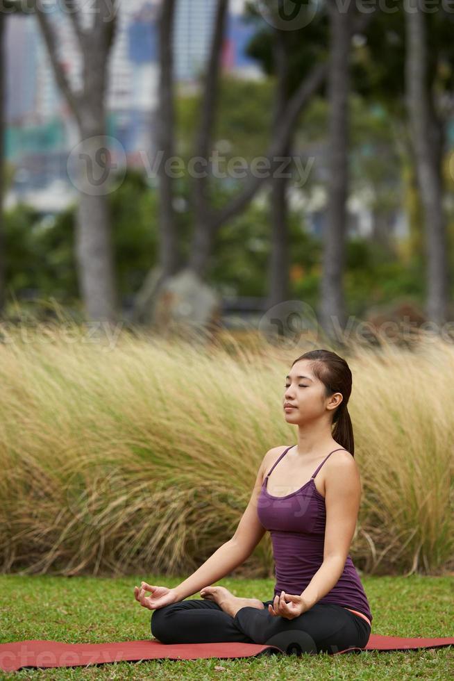 stile di vita yogi meditando foto