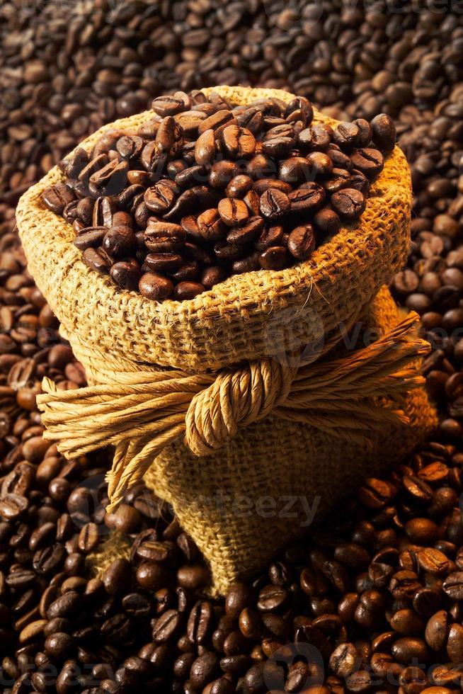 chicchi di caffè nel gunnysack foto