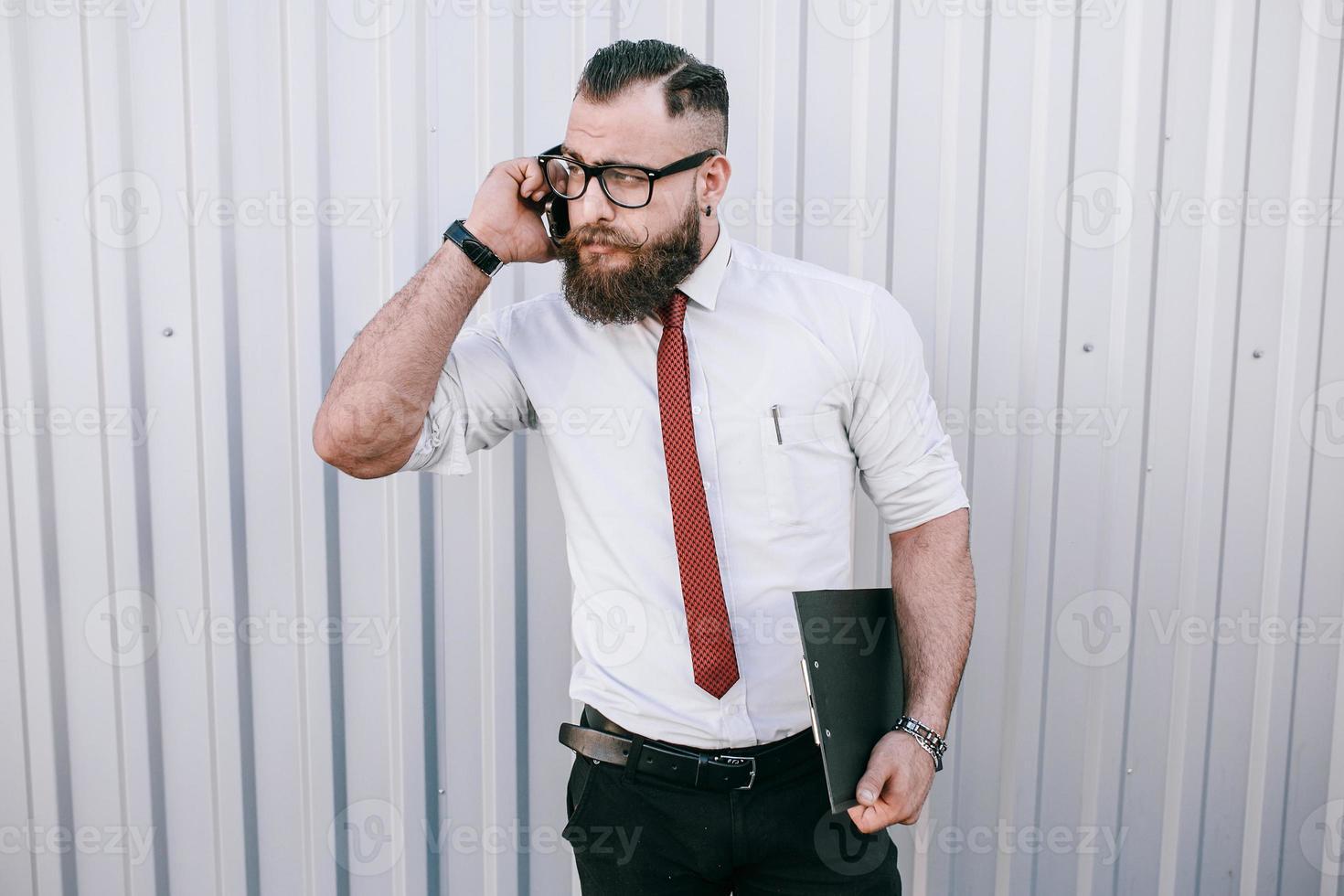 uomo d'affari fuori foto