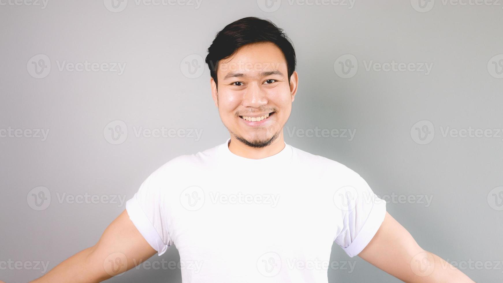 sorriso amichevole e pronto ad abbracciare. foto