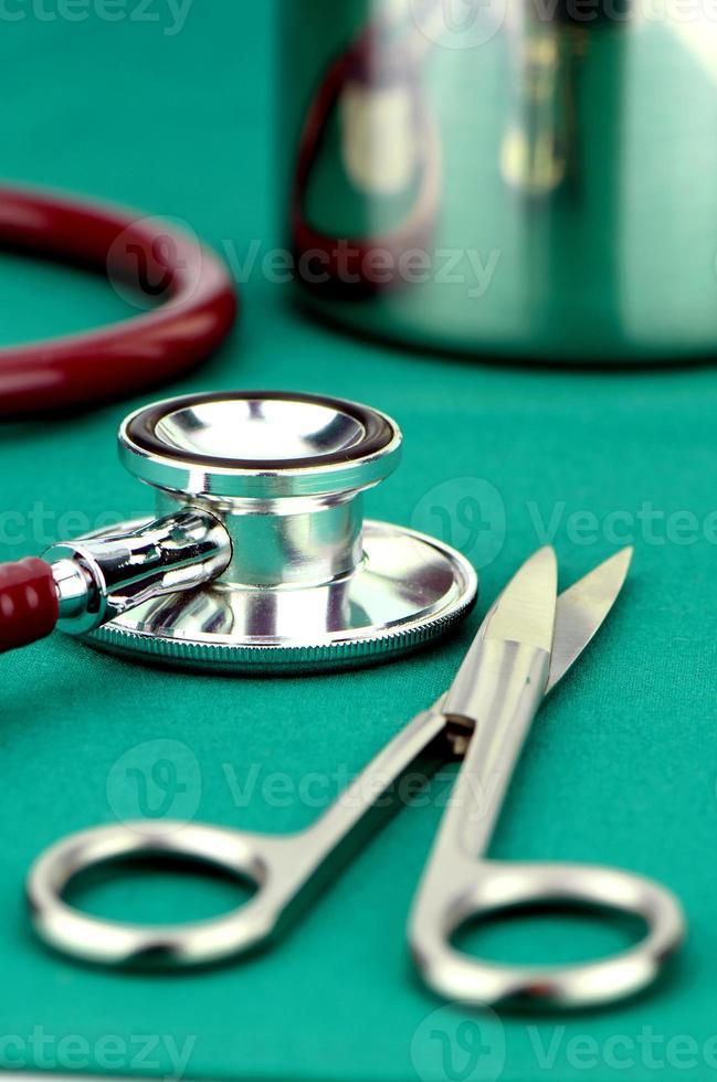 rifornimento medico sul panno di operazione. foto