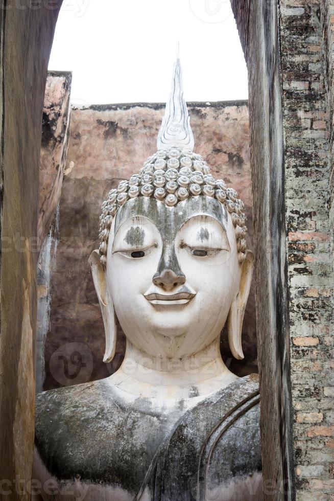 antica faccia di buddha, sukhothai, thailandia foto